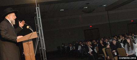 Former Israeli Chief Rabbi Israel Meir Lau addresses a Chabad event in Novi, Mich.