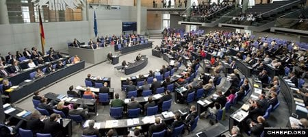 The Bundestag, Germany's lower house of Parliament, passed the final version of the circumcision bill today by a vote of 438 to 100.