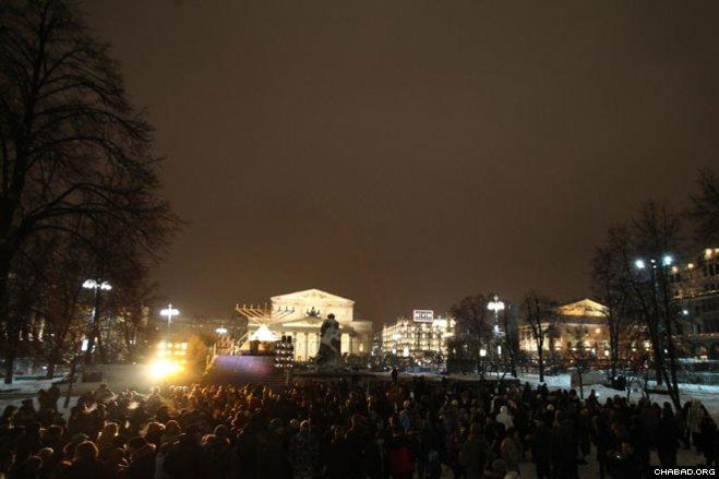 A large crowd gathers outside the Kremlin to light the Chanukah menorah erected by Chabad-Lubavitch of Moscow.