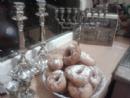 Девочки из пансиона пекут пончики