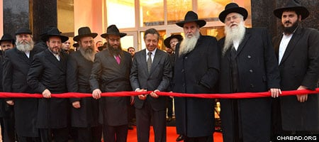George Rohr, center, with rabbinic dignitaries, officially opened the building.