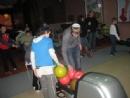 Дети из пансиона во время зимних каникул играют в боулинг
