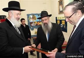 Chief Rabbi of Israel Yona Metzger and Rabbi Shalom Duchman thank Yossi Popack for making the day-care center possible.