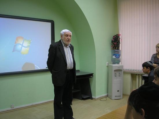 Гимназия-Встреча-с-Калугиным_1.jpg