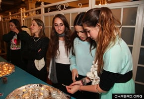 """""""They were saturated with Jewish life and Judaism for the whole weekend,"""" said Rochel Susskind, co-director of Chabad of Vernon Hills, Ill., who attended with a group of 10 teenagers. (Photo: Bentzi Sasson)"""