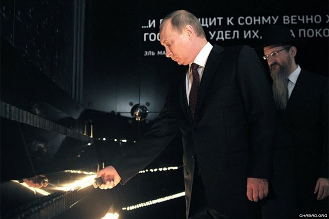 Tens of thousands of visitors have already come to the museum, which tells the story of the history of the Jews, Jewish traditions and life in Russia today. Here, Putin tries his hand at an interactive exhibit.