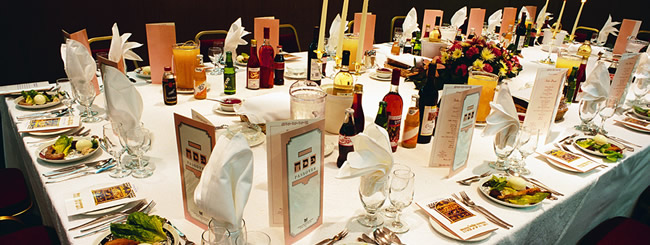 Seder Table (650x245)