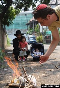 Jewish locals in Chiang Mai, Thailand, burn their last bits of leavening before Passover. (File photo)
