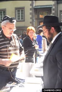 A caller in Israel praised Rabbi Binyamin Wolff, above, and Shterni Wolff, co-directors of Chabad in Hanover, Germany. (file photo)