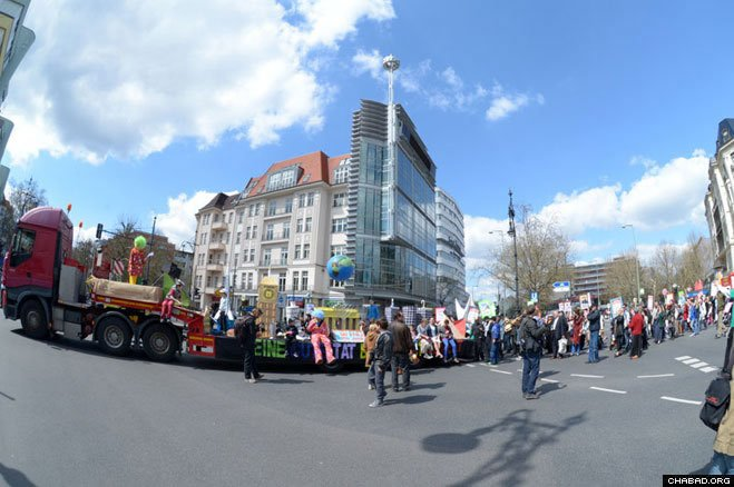 The Jewish community celebrates Jewish unity and pride in the streets of Berlin.