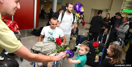Belev Echad brings wounded Israeli soldiers and civilians to the United States to connect with Jewish communities. (Photo: Bentzi Sasson)