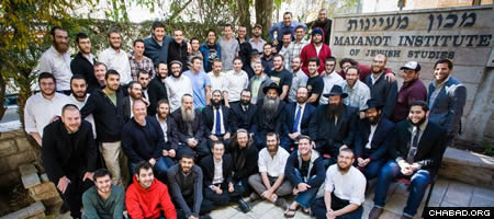 Students, faculty and administration of Mayanot's Men's Program.