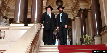 In 2006, Reb Leibel returned to Hamburg to attend the opening of the city's first Chabad center by his grandson, Rabbi Shlomo Bistritzky.