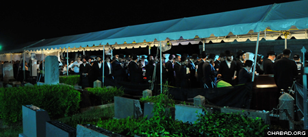 """Tens of thousands of people have been arriving from the United States and other countries to visit the Rebbe's resting place, known as """"the Ohel,"""" at the Old Montefiore Cemetery in Queens, N.Y."""