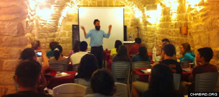 Rabbi Zalman Bluming with students in the Old City of Safed during an IsraeLinks tour.