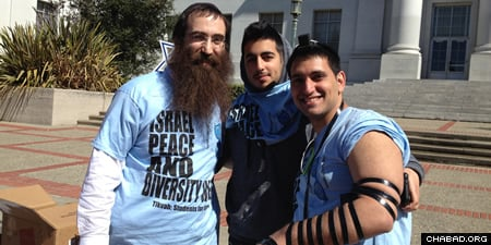 Rabbi Gil Leeds with students on campus