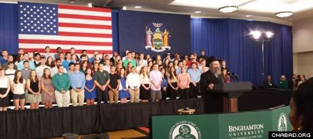 Rabbi Aaron Slonim delivering the invocation at the presidential town hall meeting at Binghamton University. (Photo: Chabad of Binghamton)