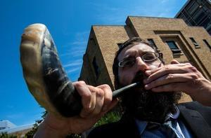 blowing shofar.jpg