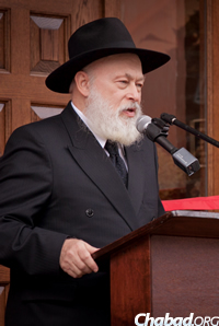 Rabbi Yehuda Krinsky addressed the gathering. (Photo: Studio99Productions.com)