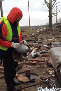 Rabbi Dovid Tiechtel led the group of students to Gifford to help residents.