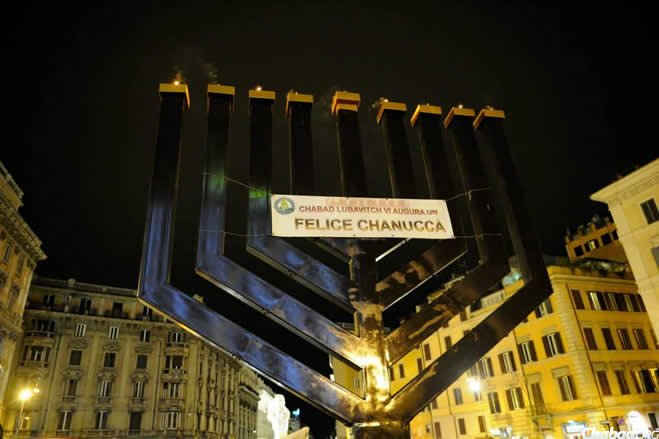 The Piazza Barberini menorah designed by Galia Raccah and engineer Daniel Raccah is an architectural marvel weighing 6,878 pounds and standing at 22.5 feet. (Photos: Francesca Di Majo, public relations office of Rome)