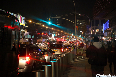 A parade of menorah-topped cars winds its way through downtown Brookyn on the way to the game. (Photo: Bentzi Sasson)