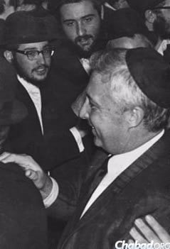 Ariel Sharon joins in a Chassidic dance following an audience with the Rebbe. (Photo: Shmuel Rivkin)