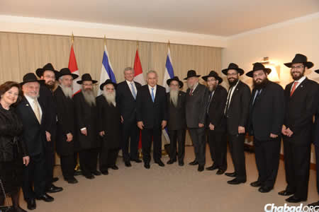 Members of the delegation who accompanied Canadian Prime Minister Stephen Harper, center left, on his inaugural visit to Israel, with Prime Minister Benjamin Netanyahu, center. (Photo: Amos Ben Gershom GPO)