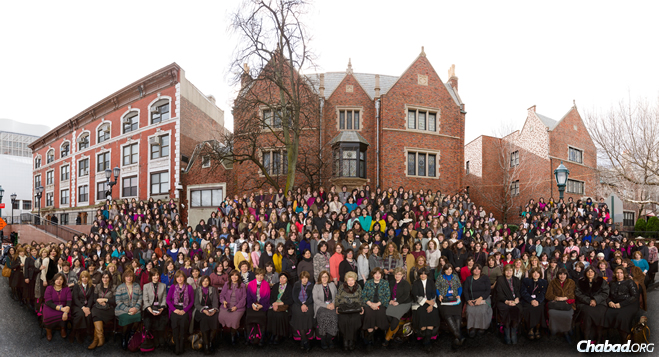 A group portrait of the more than 2,000 women who gathered in New York City this week at the 5774/2014 International Convention of Chabad-Lubavitch Shluchos (emissaries).  (Photo: ChaimPerl.com. Edited by: AvrohomPerl.com)
