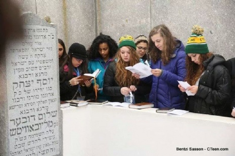 praying @ the Rebbe's grave