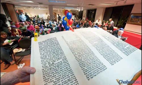 An overflowing crowd is again expected at Chabad-Lubavitch of Westmount on the Island of Montreal. (File photo: Menachem Serraf)