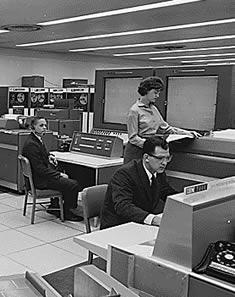 Ordinateur de la NASA en 1962 (crédit photo: Wikipedia)