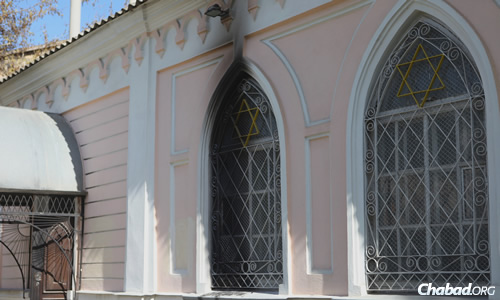 Two Molotov cocktails were thrown at the synagogue in Nikolayev, Ukraine, scorching this window and the main door.