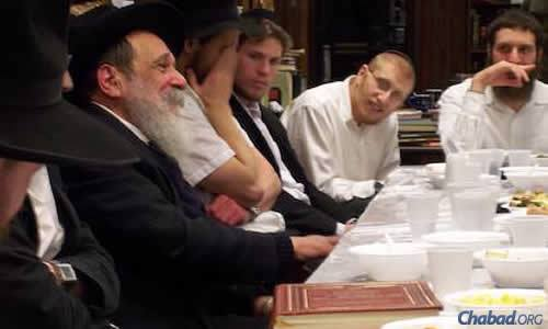 Rabbi Zalman I. Posner, left, teaching students in New York. (File photo)