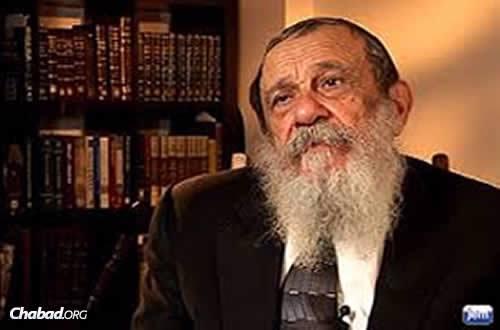 "Rabbi Zalman I. Posner, recalling an early encounter with the sixth Lubavitcher Rebbe, Rabbi Yosef Yitzchak Schneersohn, for Jewish Educational Media's ""Living Torah"" series (Photo: JEM)"