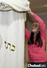 Mushkie Schmukler straightens the ark's curtain before the start of last year's High Holiday season. (Photo: KEVIN M. COX/The Galveston County Daily News)