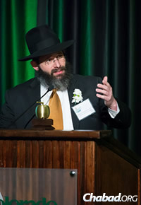 The rabbi addresses the crowd gathered at the April 28 awards dinner. (Photo: Colorado State University Alumni Association)