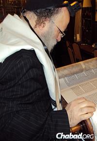 Rabbi Daniel Dovid Dahan, the official sofer (scribe) of the Torah Gemach