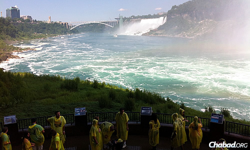 Niagara Falls is one of the most popular spots in North America, especially in the summer months. Chabad Lubavitch Niagara offers discounted passes to local attractions, with proceeds going towards youth education.
