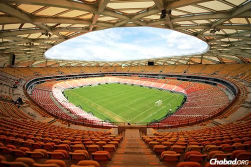 "Le nouveau stade ""Arena da Amazonia"" de 46000 places. (Photo: Wikimedia)"
