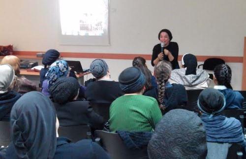 בהרצאה לפני נשים