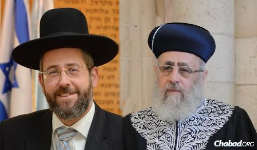 The Chief Rabbis of Israel—Rabbi David Lau, left, and Rabbi Yitzchak Yosef—issued letters calling for observance of the Lubavitcher Rebbe's yahrtzeit.