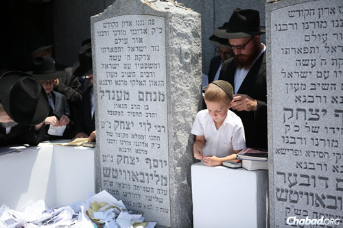 Thousands of people from around the world will visit the Ohel, the resting place of the Lubavitcher Rebbe in Queens, N.Y., in commemoration of the 22nd anniversary of his passing. (File Photo: Chaim Perl)