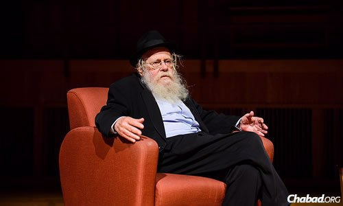 "Rabbi Adin (Even-Yisrael) Steinsaltz, renowned Talmudist and author of the newly published and highly acclaimed book ""My Rebbe,"" was interviewed on stage. (Photo: Baruch Ezagui)"