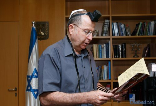 Afterwards, he wrapped tefillin and recited a prayer. (Photo: Shalom Lavi)