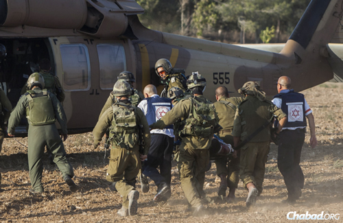 An injured Israeli soldier is evacuated by helicopter from an area near the Israeli border with the Gaza Strip. (Photo by Yonatan Sindel/Flash90)