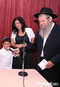 Rabbi Amrom Blau with a mother and boy grateful for the retreat