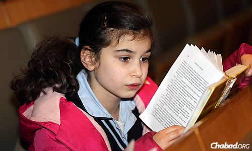 Young and old pray together at the synagogue. (Photo: Ingrid Shakenovsky)