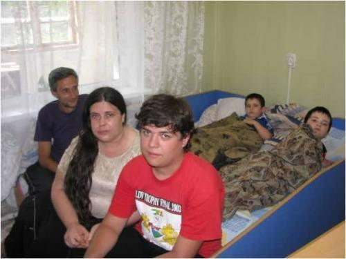 משפחות מוצאות מחסה בבית הילדים