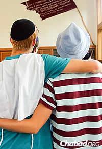 Teen leaders Zach Zimmerman, left, and Mikah Semon. (Photo: Itzik Roytman)